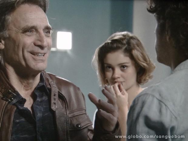 Plínio recebe a notícia de que é pai de Bento (Foto: Sangue Bom / TV Globo)