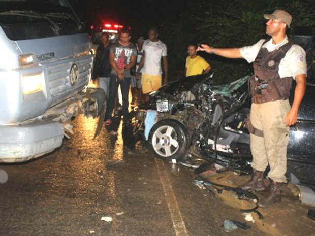 Caminhão atingiu carro de frente, segundo a PRF na Bahia (Foto: Marcos Frahm/Blog Marcos Frahm)