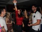 Solange Gomes se acaba de dançar com ex-BBBs Marcelo e João Almeida