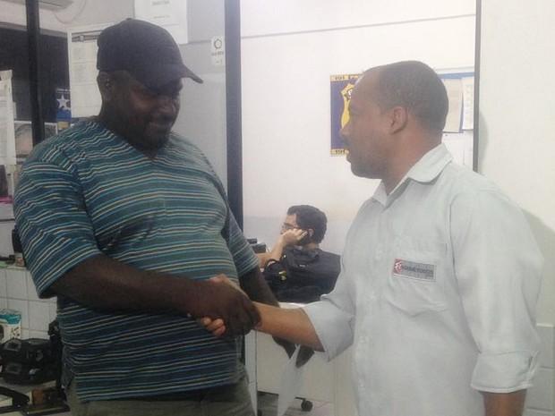 Desempregado recebeu proposta de trabalho após devolver R$ 7 mil achados em rodovia federal, em São Caetano (Foto: Kamylla Lima/G1)