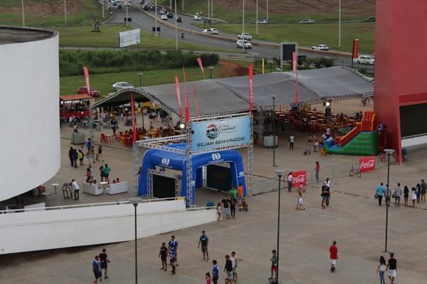 A TV Anhanguera marcou presença na primeira edição do 'FDS Gourmet Food Truck'. (Foto: TV Anhanguera)