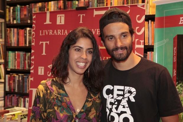 Bela Gil com o marido, o produtor João Paulo Demasi (Foto: Isac Luz/EGO)