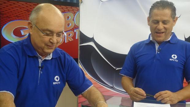No estúdio, Xavier e Gil Rocha colocam a voz na chamada (Foto: Divulgação/RPC TV)