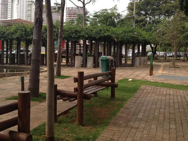 Praça com diversos aspectos sustentáveis foi construída no Setor Marista, em Goiânia, Goiás (Foto: Fernanda Borges/G1)
