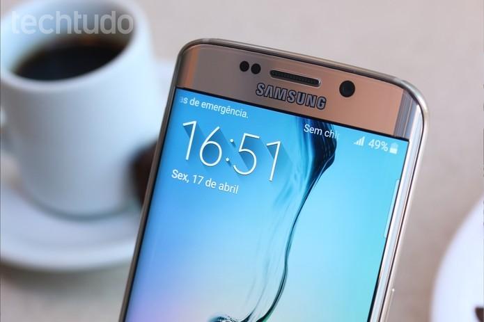 A tela do Galaxy S6 Edge chama muito atenção pela borda direita, que é curva (Foto: Lucas Mendes/TechTudo) (Foto: A tela do Galaxy S6 Edge chama muito atenção pela borda direita, que é curva (Foto: Lucas Mendes/TechTudo))