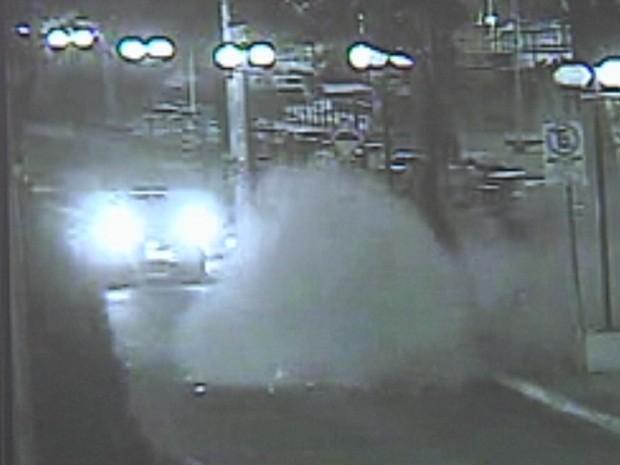 Câmera registrou momento da explosão em Barra Bonita (Foto: Reprodução/TV TEM)