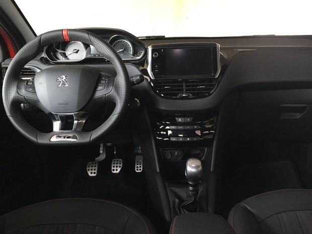 Auto esporte peugeot 208 2017 primeiras impress es for Peugeot 208 interior 2017