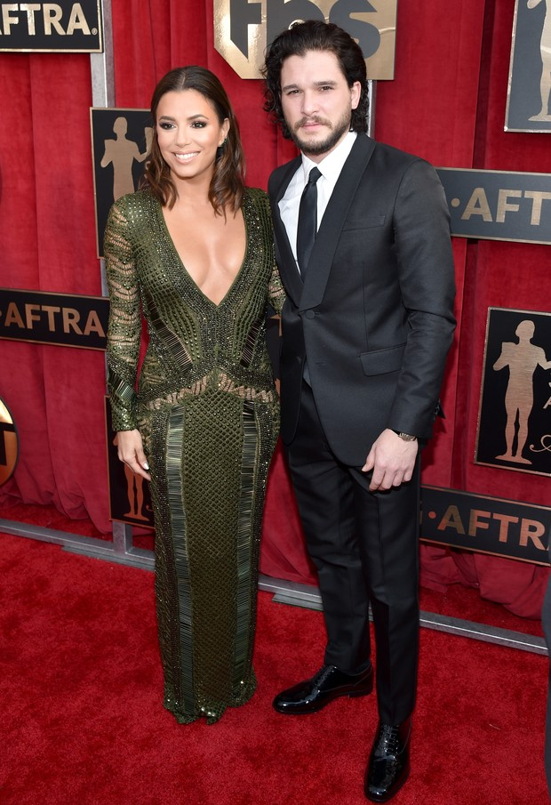 Eva Longoria com Kit Harington no SAG 2016 (Foto: Getty Image)