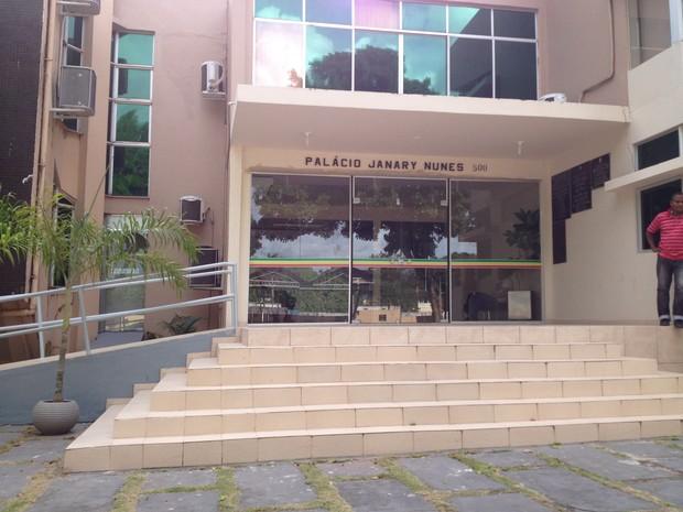Câmara de Vereadores de Macapá permaneceu fechado nesta terça-feira (Foto: Maiara Pires/G1)