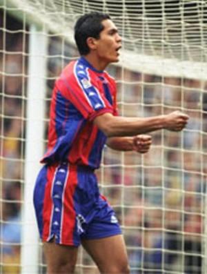 giovanni comemorando gol do barcelona sobre o real em 97 (Foto: Divulgação)