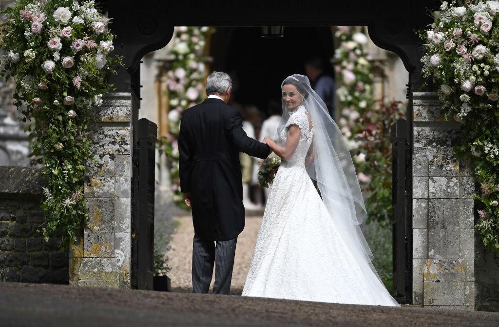 Pippa Middleton na porta da igreja (Foto: Getty Images)