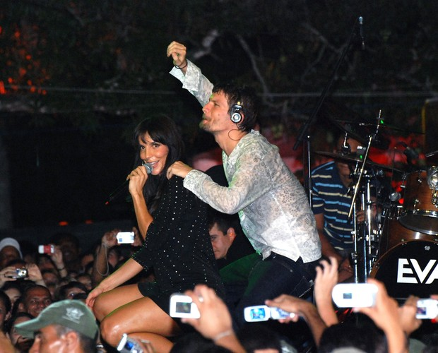 Ivete Sangalo e Saulo Fernandes cantando juntos em show (Foto: Divulgação / Rafa Farias)