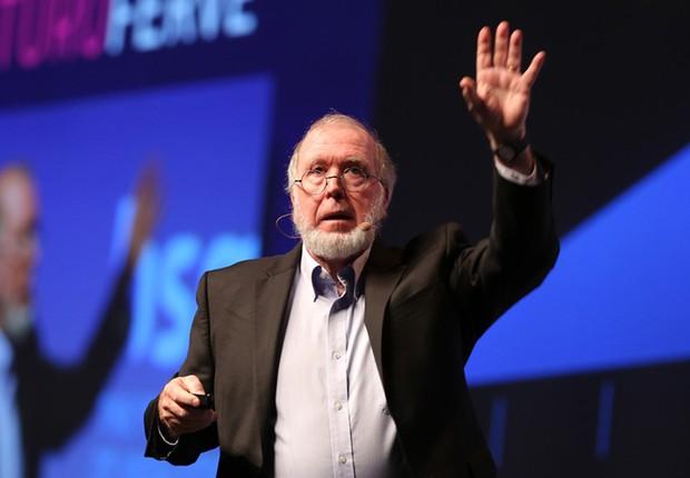 Kevin Kelly , guro de tecnologia e cofundador da Wired durante palestra no HSM 2017 (Foto: Openspace)