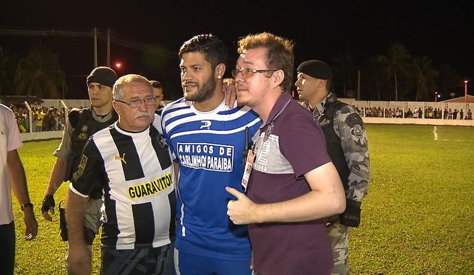 Hulk, pelada beneficente, Rio Tinto-PB, Paraíba (Foto: Reprodução / TV Cabo Branco)