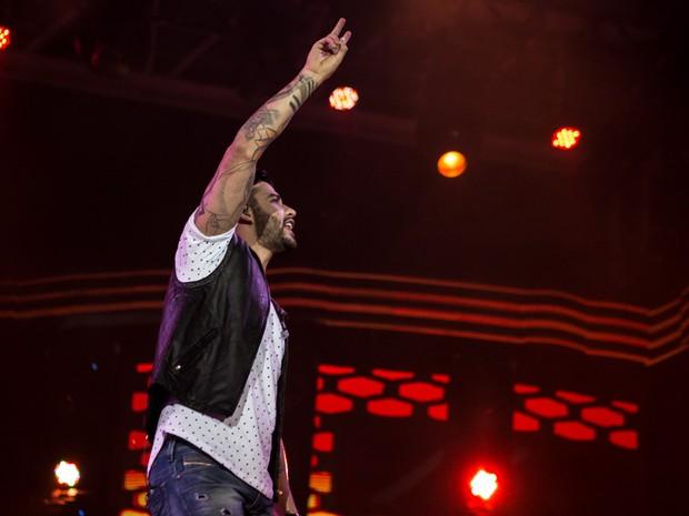 Gusttavo Lima canta para fãs em noite de arena lotada em Barretos (Foto: Mateus Rigola/G1)