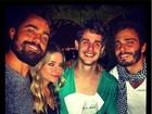 Ricardo Pereira curte noitada com colegas famosos no Rio