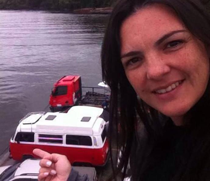 Carmelita no ferryboat em Caiobá Guaratuba, PR (Foto: Arquivo pessoal)