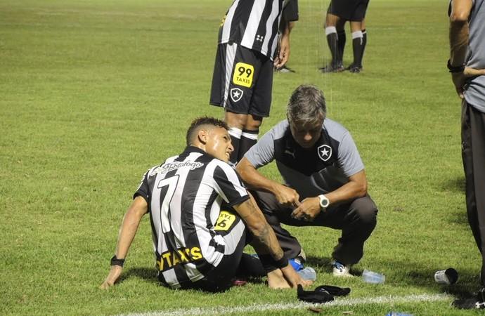 Neilton machucado Botafogo x Luverdense (Foto: Gustavo Rotstein)
