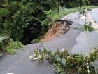 Após chuva e buraco, acesso a Guaramiranga segue em meia pista