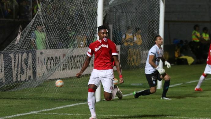 Emelec x Internacional gol Vitinho Internacional Libertadores (Foto: Diego Guichard/GloboEsporte.com)