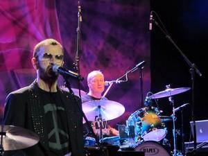 Ringo e sua All Starr Band se apresentaram no Centro de Convenções de Brasília nesta sexta-feira (18) (Foto: Jamila Tavares /G1)