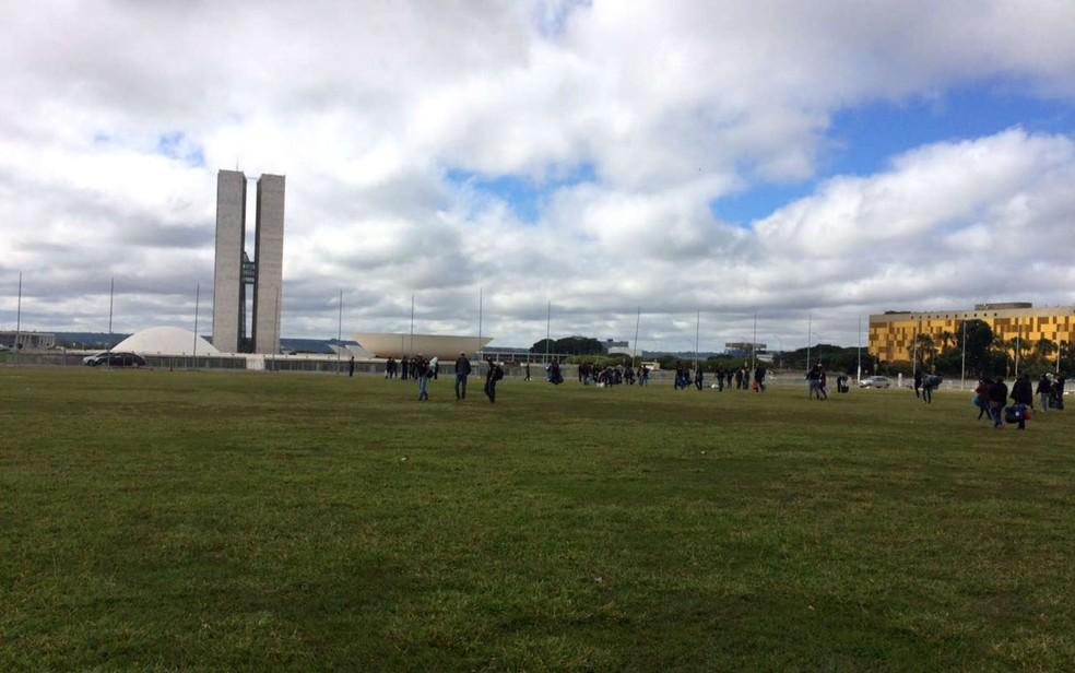 Grupo de agentes penitenci rios invade minist rio da for Esplanada dos jardins 1