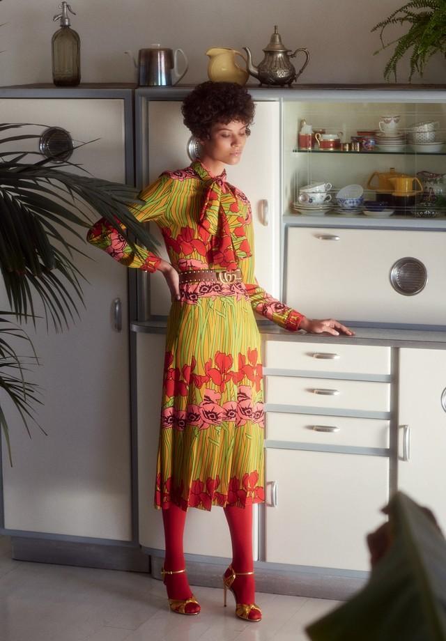 Vestido e cinto, ambos Gucci (Foto: Laura Sciacovelli)