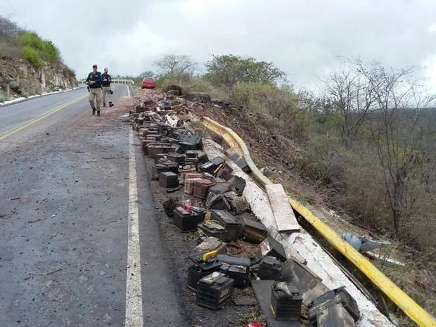 Fiscalização da PRF apreendeu caminhões irregulares nas rodovias federais do Agreste de Pernambuco (Foto: Divulgação/PRF)