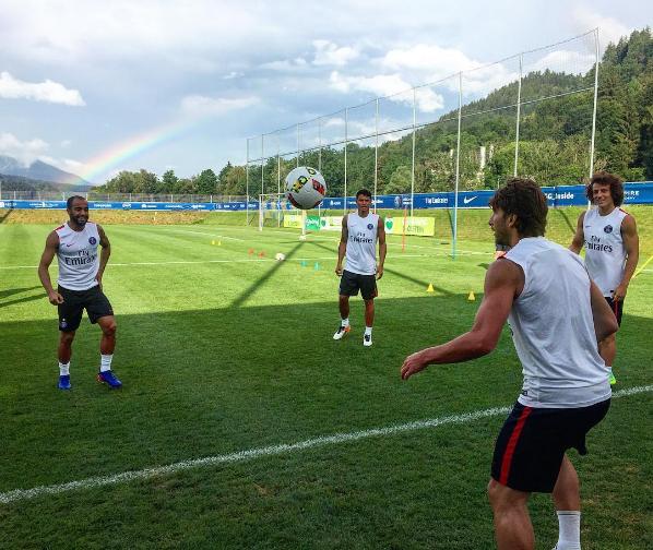 BLOG: Dois toques sem coxa: brasileiros do PSG brincam durante a pré-temporada