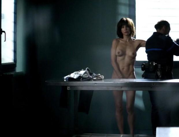 Sophie Marceau em cena de 'Jailbirds' (Foto: Reprodução)