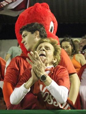 Tia Ruth, torcedora símbolo do America (Foto: Tiago Ferreira/Divulgação)