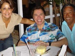 Fátima, Silvio Santos e Dalmo, no restaurante em Guarujá (Foto: Arquivo Pessoal/Fátima Barbaro)