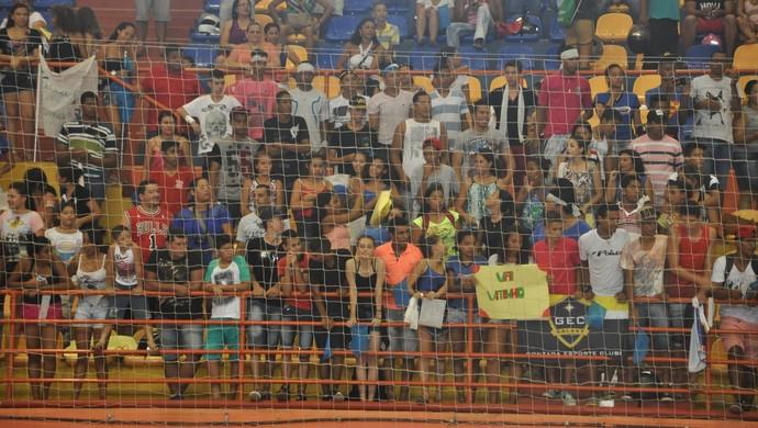 Torcida marcou presença (Foto: Christian Guimarães/Globo Esporte MT)