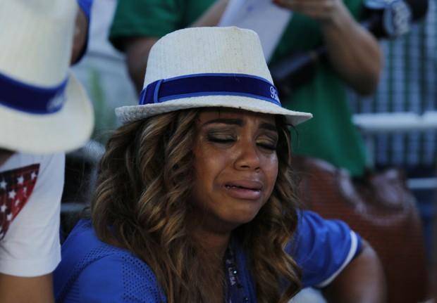 Rainha da Portela chorando (Foto: Marcos Serra Lima / Ego)