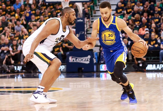 Curry em ação pelo Golden State Warriors contra o Utah Jazz (Foto: Chris Nicoll-USA TODAY Sports)