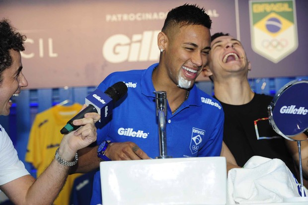 Neymar faz a barba em evento (Foto: Samuel Chaves/Brazil News)