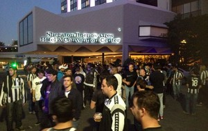 Torcida do Botafogo em Buenos Aires (Foto: Fred Huber)