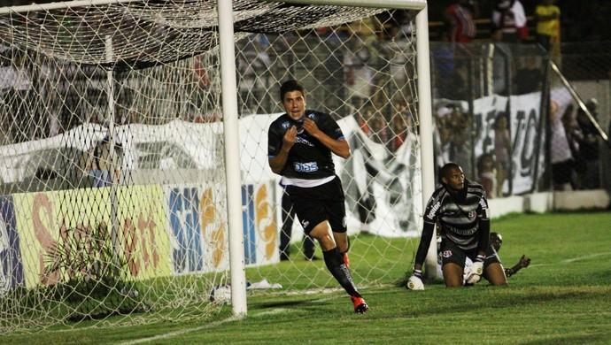 Treze 1 x 0 Santa Cruz, no Estádio Presidente Vargas, Série C do Campeonato Brasileiro, gol de Giancarlo (Foto: Magnus Menezes / Jornal da Paraíba)
