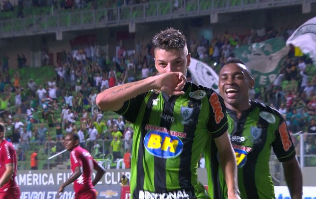 Andrei Girotto comemora o gol da virada do América-MG (Foto: REprodução/Premiere FC)