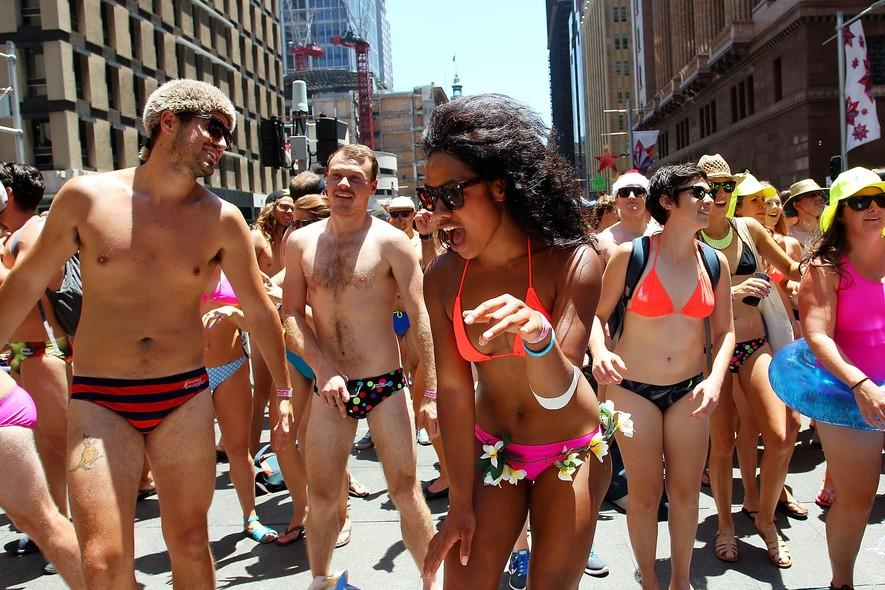 Pessoas tomam as ruas de Sidney, na Austrália, durante o evento