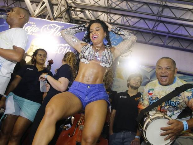 Raíssa Oliveira na quadra da Beija-Flor em Nilópolis, Zona Metropolitana do Rio (Foto: Ag. News)