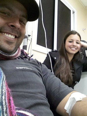 Já como namorados, Gustavo e Juliana retornam a hospital para tratamento (Foto: Gustavo Riet/Arquivo pessoal)