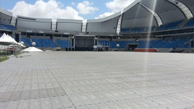 Gramado da Arena das Dunas coberto com o Easy Floor