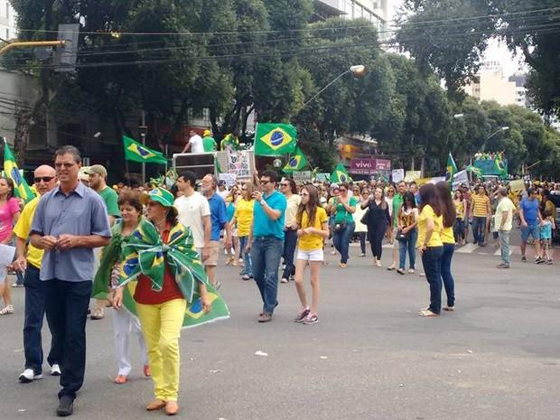 De acordo com a PM, cerca de mil pessoas participaram da manifestação em Valadares (Foto: Diego Souza/G1)