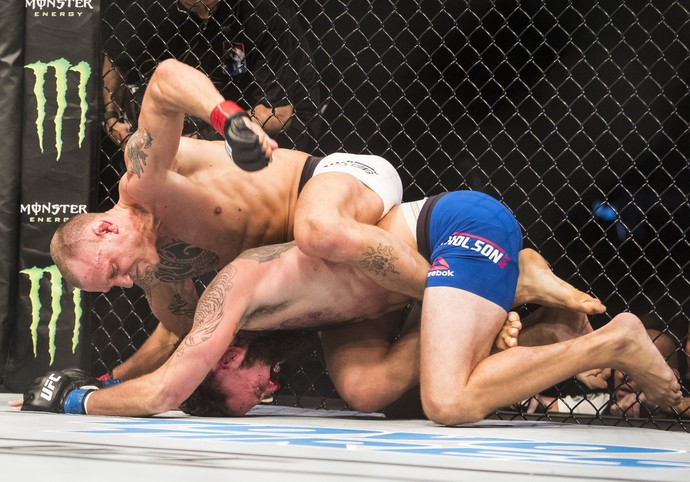 Jack Hermansson venceu Alex Nicholson por nocaute técnico aos 2m do R1 (Foto: Getty Images)
