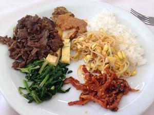 Almoço foi feito especialmente para coreanos (Foto: Vinícius Guerreiro/G1)
