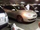 Criança é deixada uma hora trancada pelo pai dentro de carro em shopping