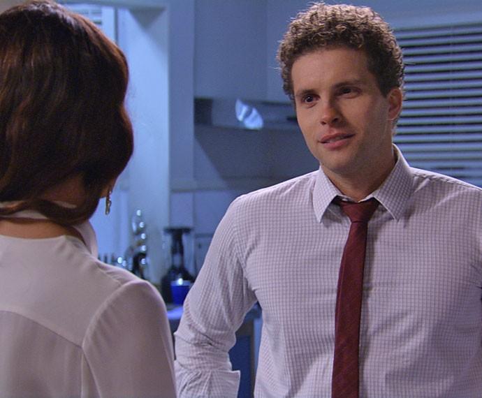 Advogado gosta da visita da amada (Foto: TV Globo)