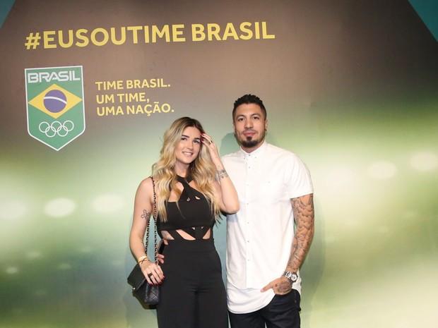 Ex-BBBs Aline Gotschalg e Fernando Medeiros no Espaço Time Brasil, na Zona Oeste do Rio (Foto: Denilson Santos/ Ag. News)