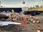 Mulher morre após bater carreta em caminhão parado no DF
